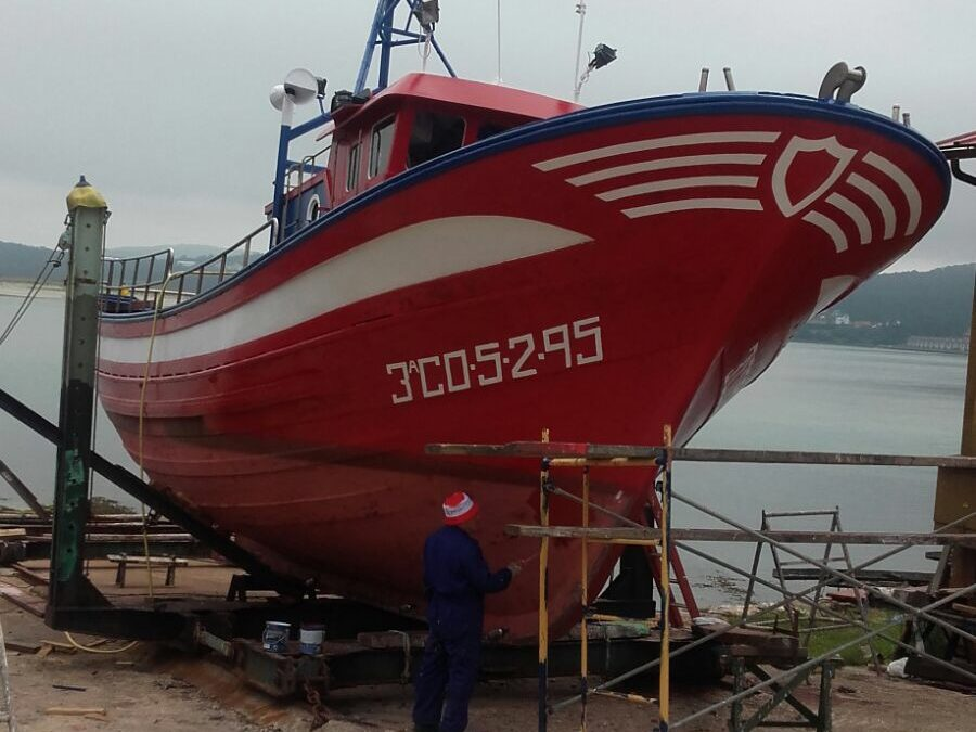 SUMMER: TIME TO REPAIR AND MAKE MAINTENANCE WORKS IN WOODEN BOATS